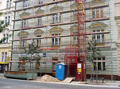 Přemyslovská, Praha - fasádní lešení a zastřešení stavby