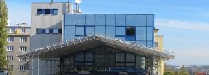Hradecká, Praha - fasádní lešení, zastřešení stavby WACO