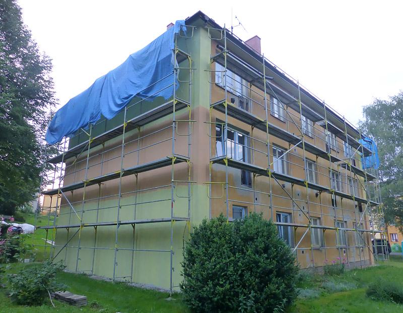 Fasádní lešení - bytový dům Raškovice Ostrava