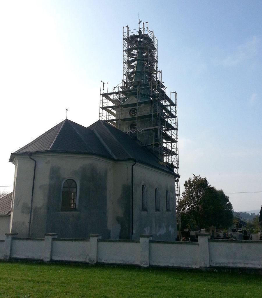 Fasádní lešení Brno – kostel Mistrovice