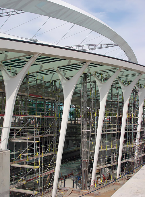 Metro Střížkov - fasádní lešení