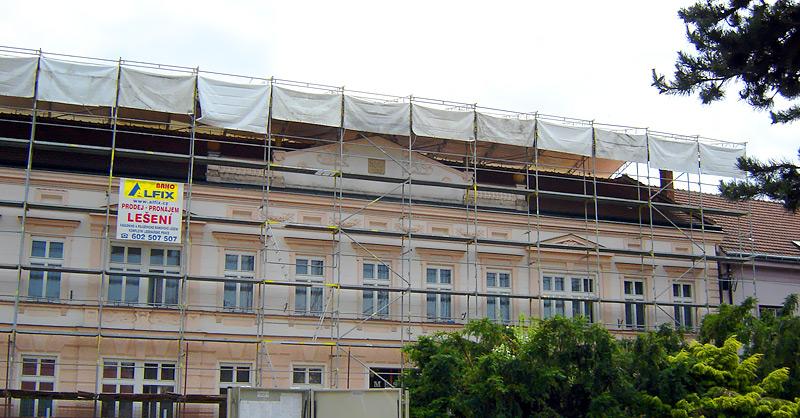 Brno - zastřešení WACO, fasádní lešení