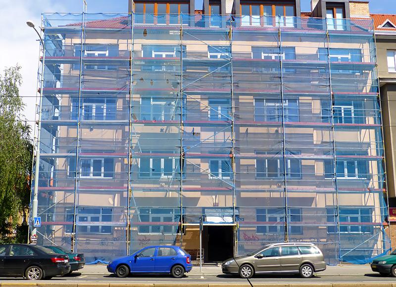 Ulice Bělohorská, Praha - fasádní lešení