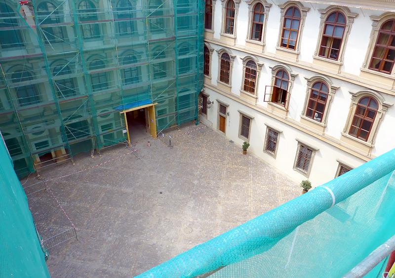 Valdštejnský palác, Praha - fasádní lešení