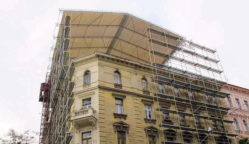 Lublaňská, Praha - fasádní lešení, zastřešení WACO