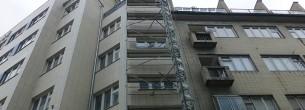 Mosaic House Praha - zastřešení WACO, fasádní lešení